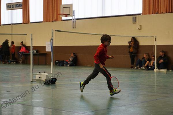 Mouette fait du badminton