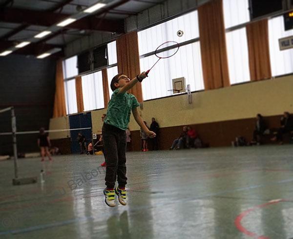 Mouette smash la volant de badminton